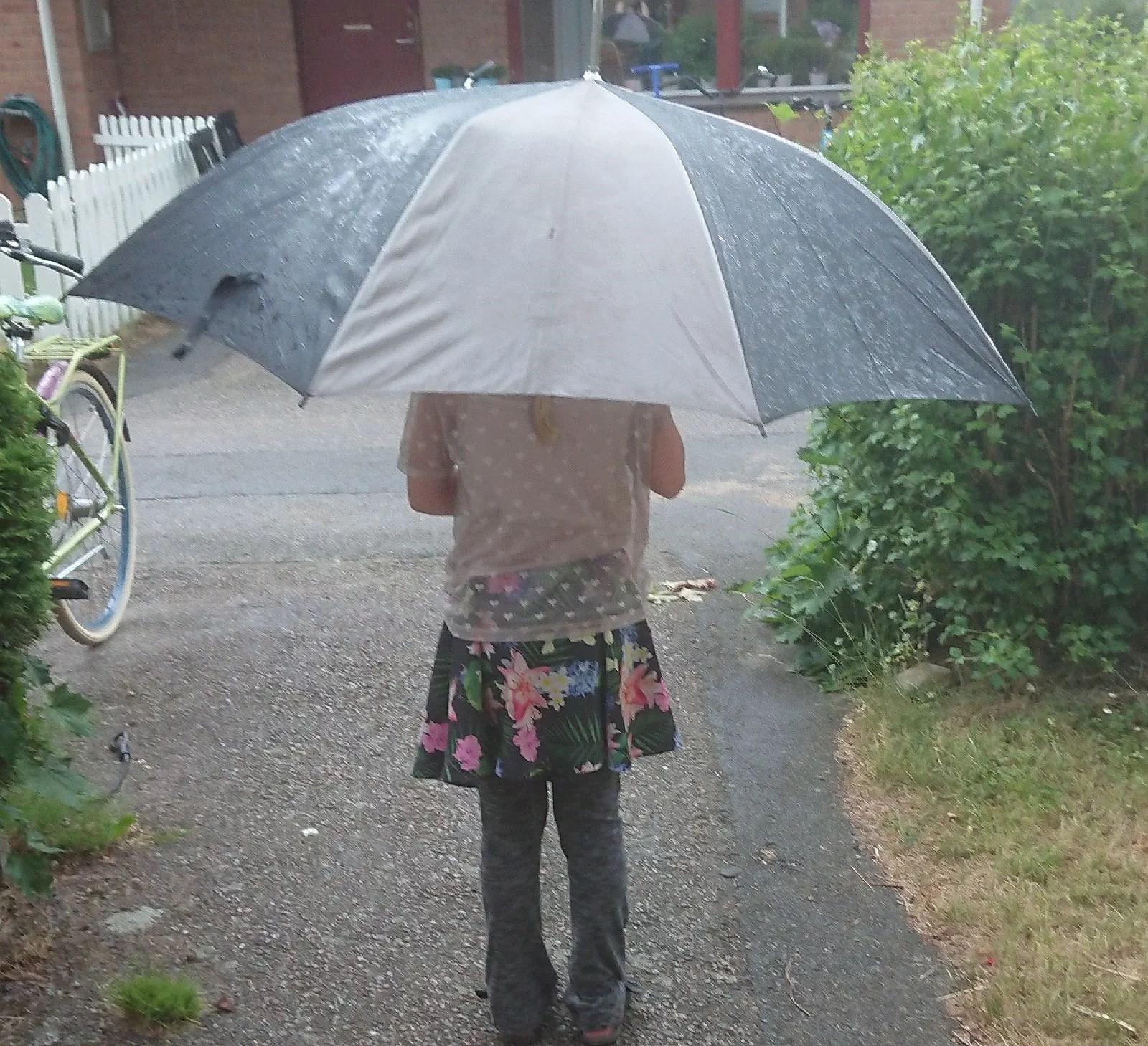 Regnet bara öser ner