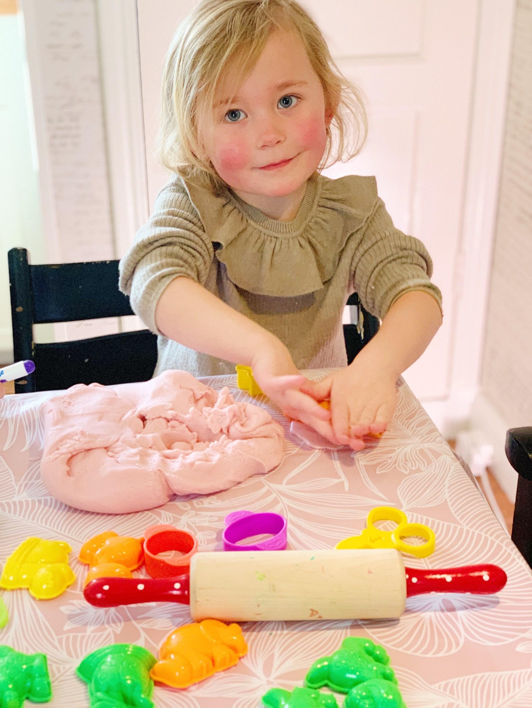 Så gör du din egen play-doh lera!