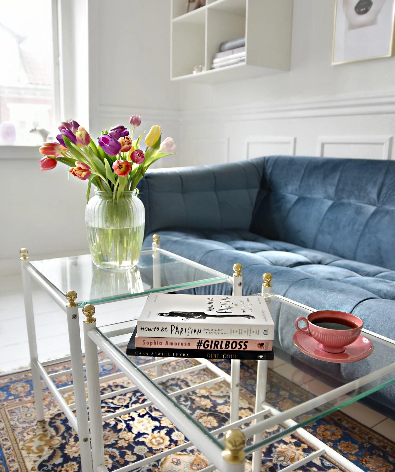 girl-boss-books-living-room