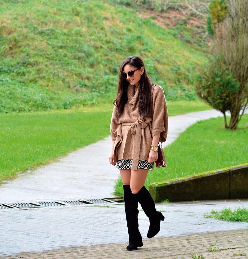 zara_hym_poncho_shorts_high_boots_camel_burdeos_09