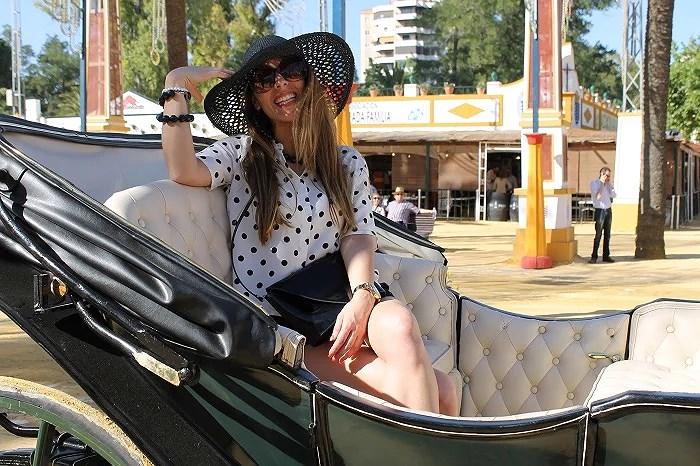 Dar un paseo en un coche de caballos, es una de las actividades propias para disfrutar de la Feria del Caballo