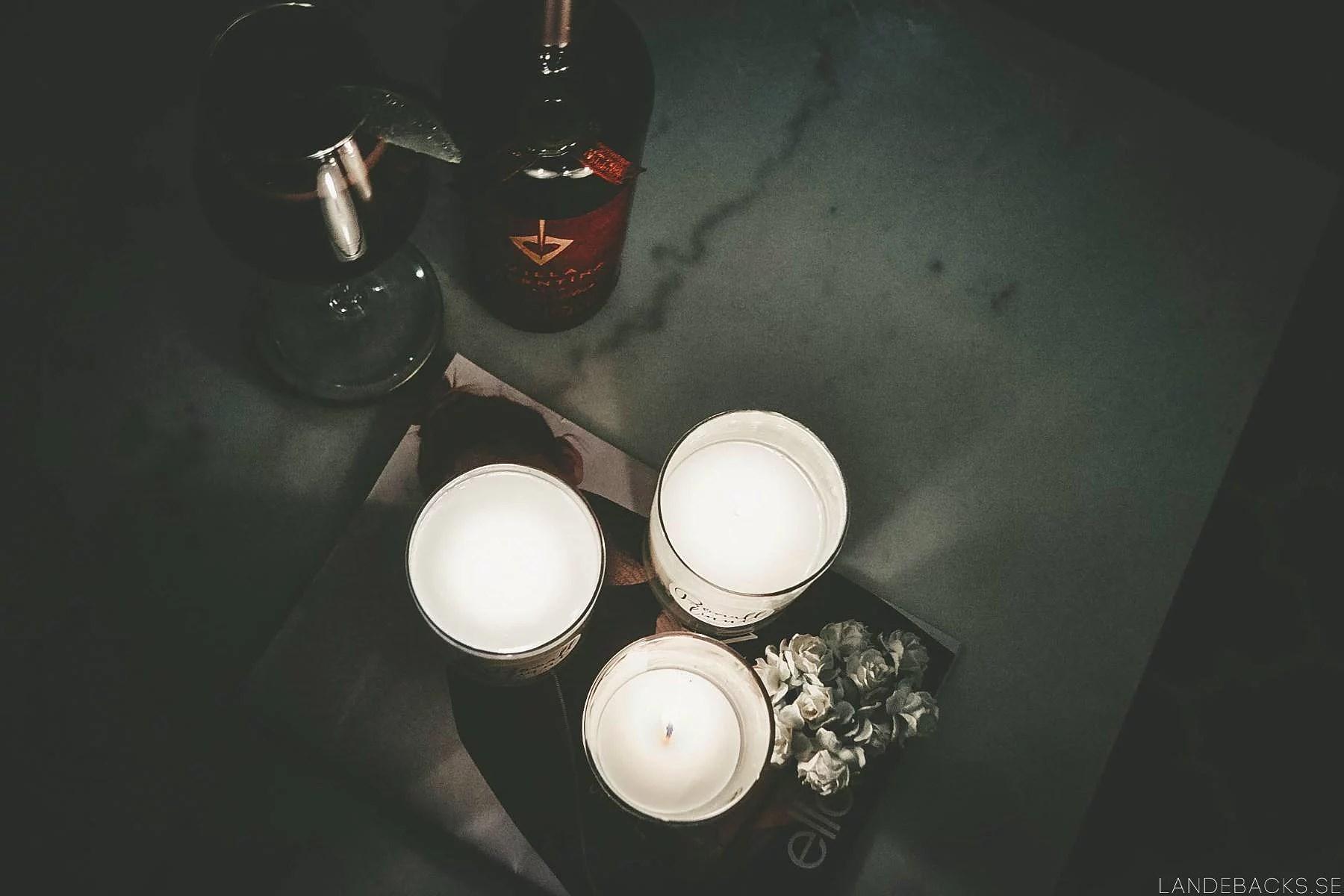 Levande ljus och rött vin