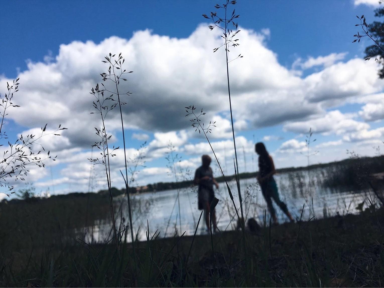 På promenad längs Tiken