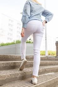 Valkoiset farkut / Very Nice Farkut
