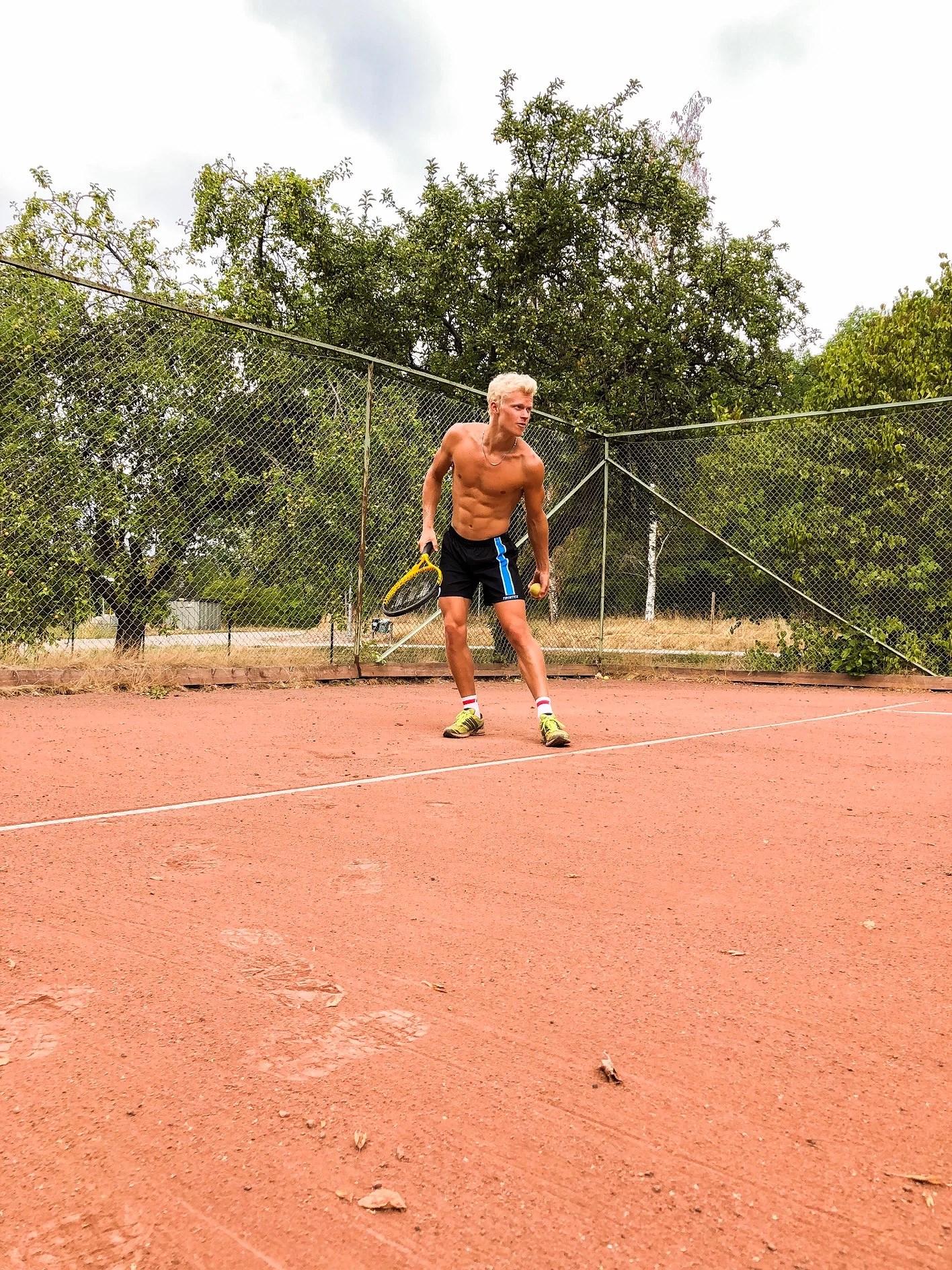 Igång igen, tennis och fast på sjön..