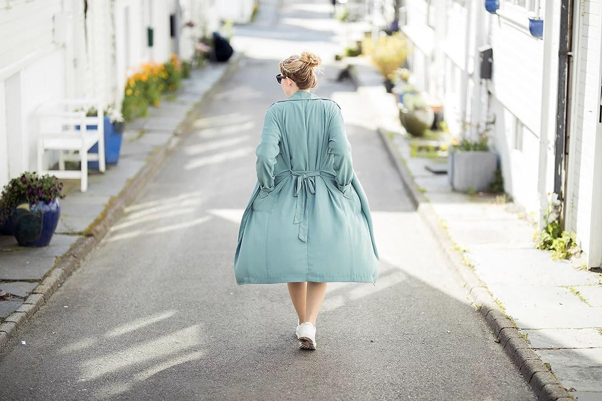 krist.in vår mai blomster antrekk gravid jakke bikbok kjole pimkie