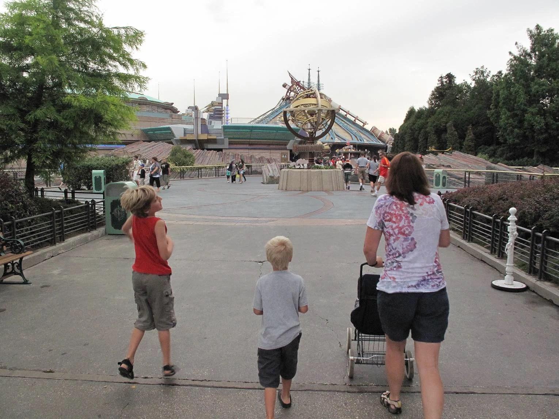 Kan man hyra en barnvagn, stroller el sulky på Disneyland Paris?