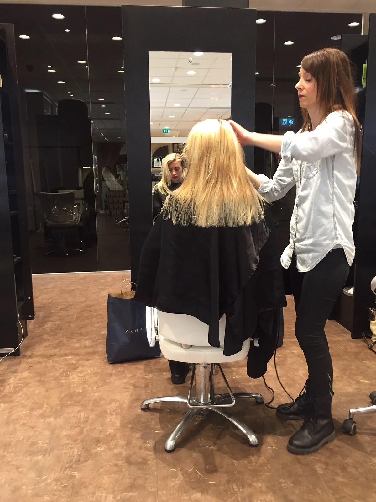 Hos frisören.. Eller inte