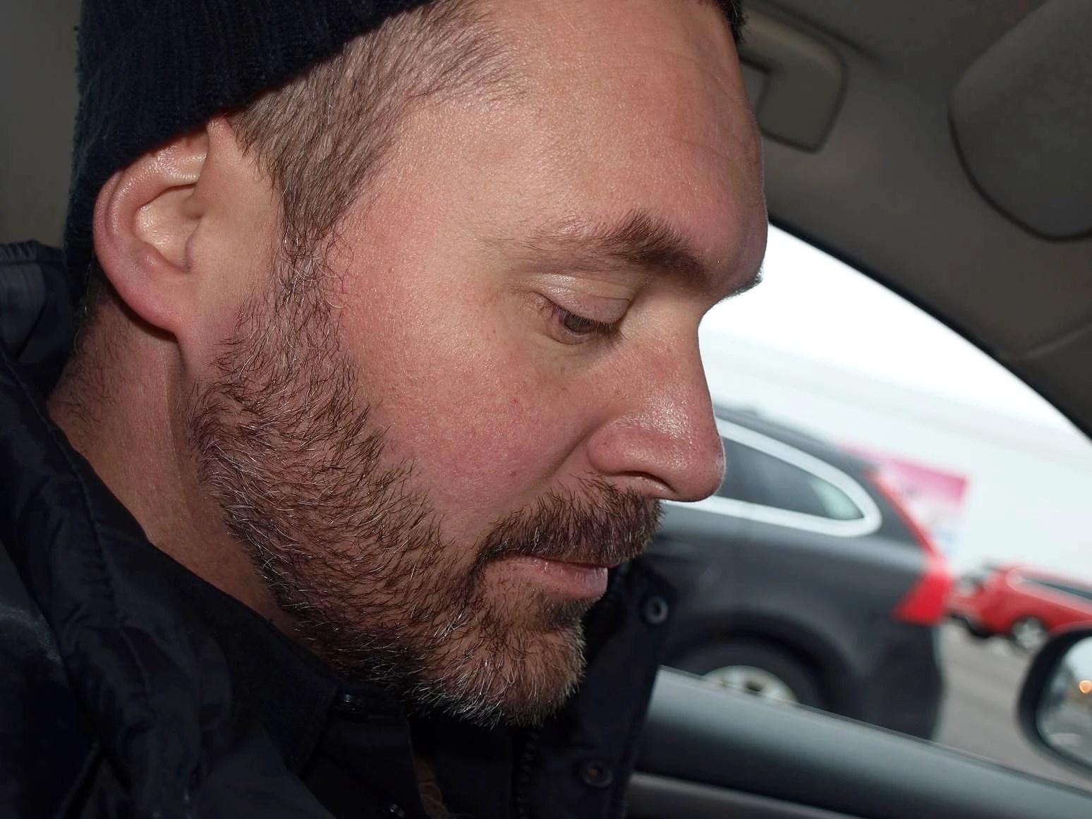 Sminket på och med en chaufför