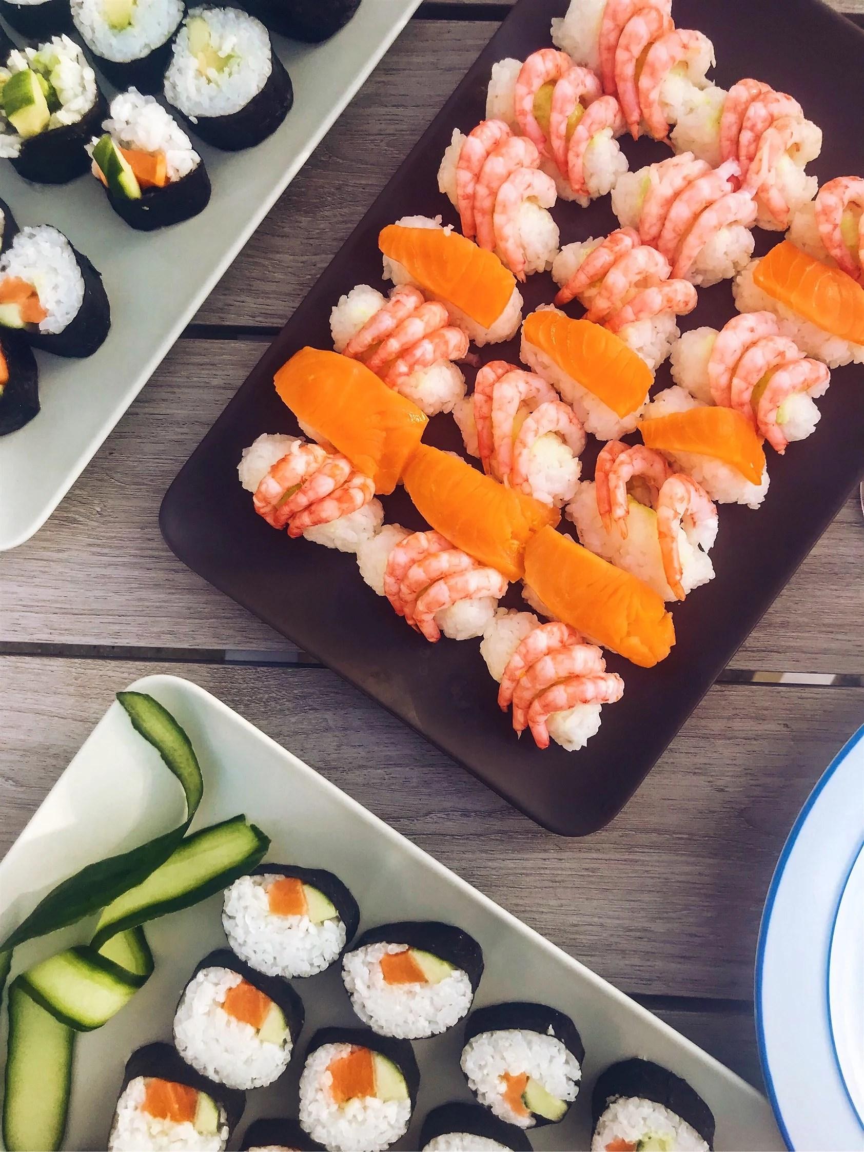 Hemgjord sushi och söt gäst