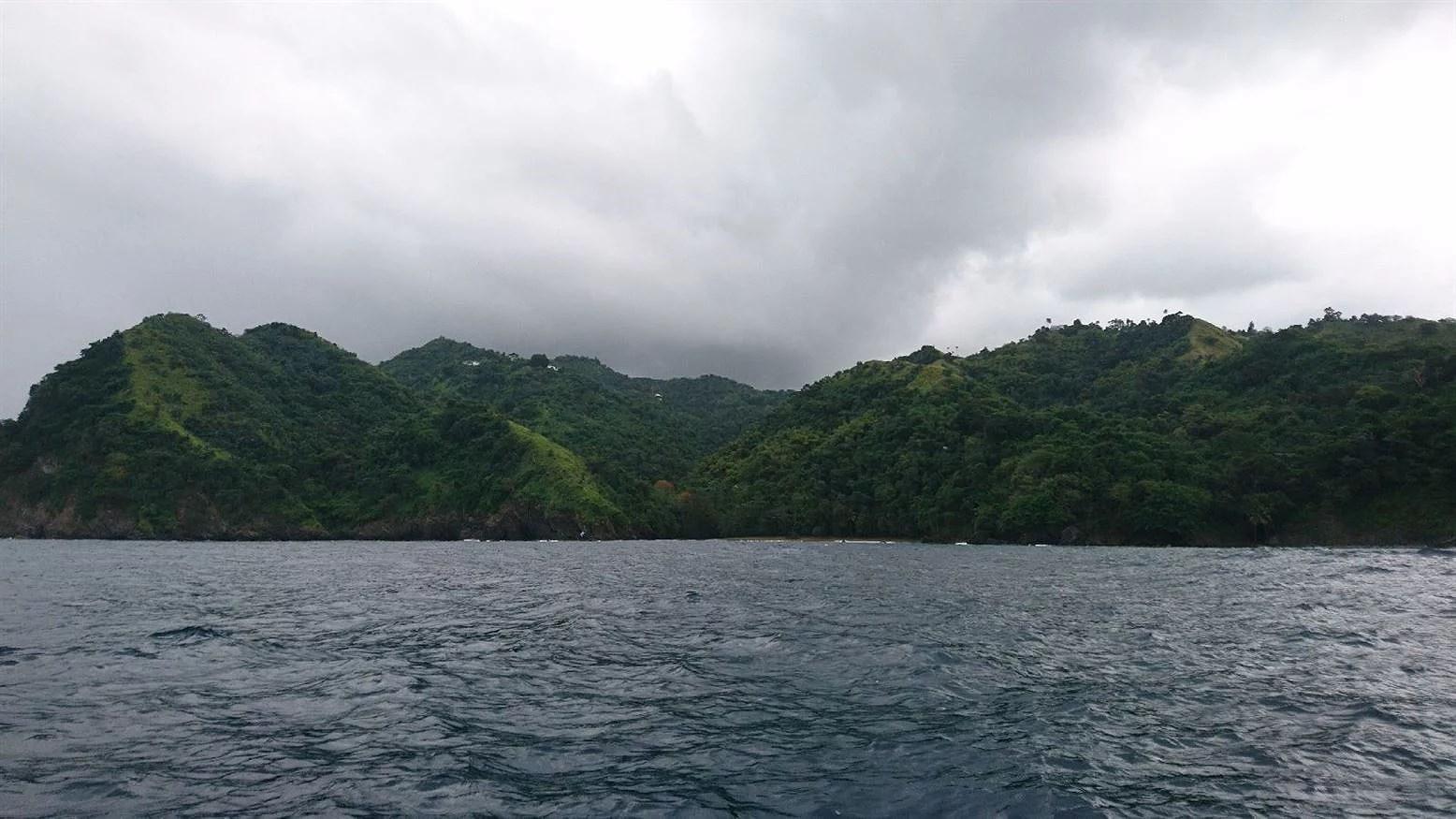 En regnig båttur med snorkling, No man's land och Nylon pool