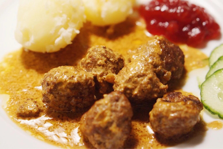 Lilian Mannerströms köttbullar, schlagersvammel och lite dukning.