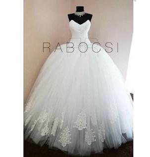 20feea09c6 A következő ruhák úgy gondolom, hogy újra sőt biztos visszajönnek a  divatba. Rengeteg esküvői videón és képeken jelennek meg az ilyen típusú  ruhák.