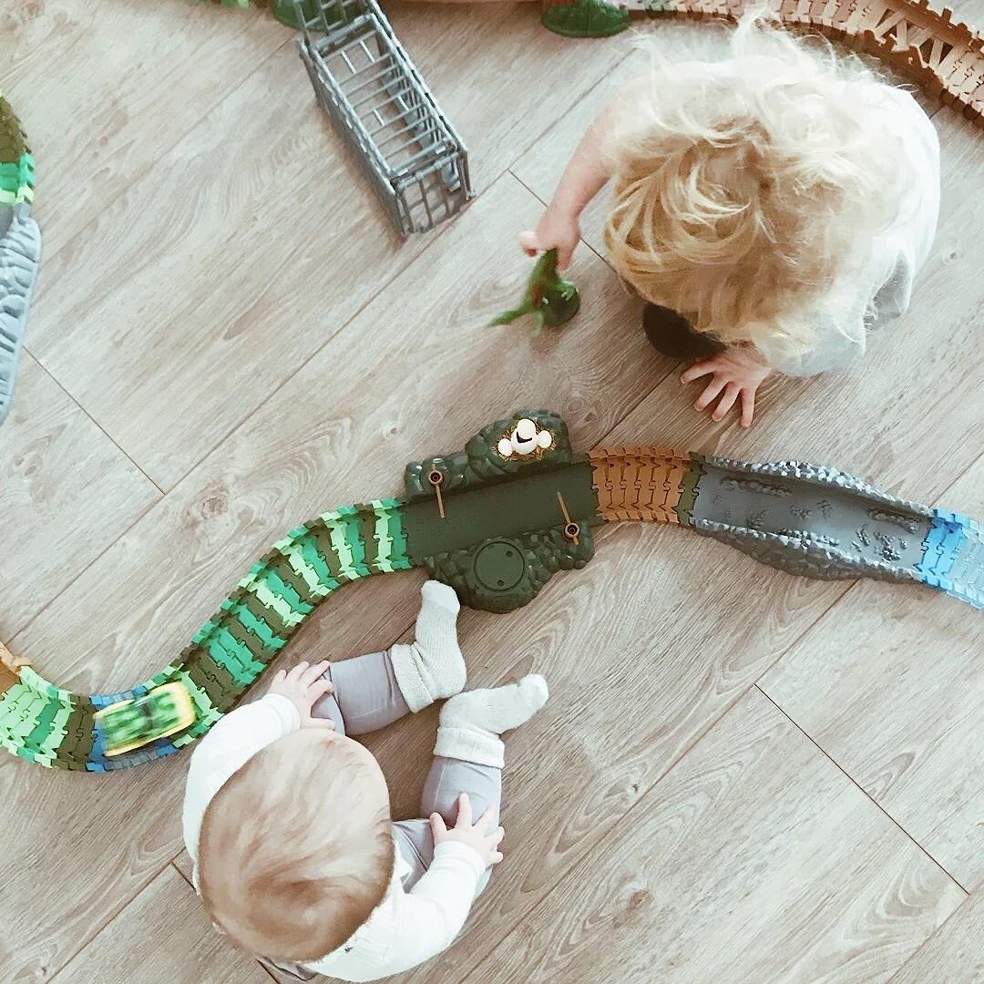 Att ha en syster att leka med