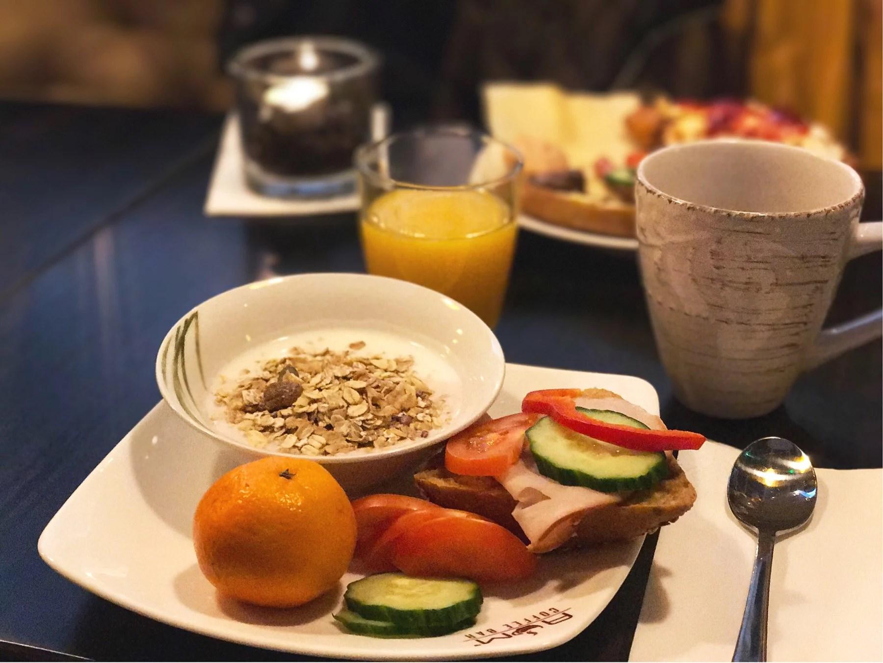 FRUKOST PÅ NYA CAFÉET