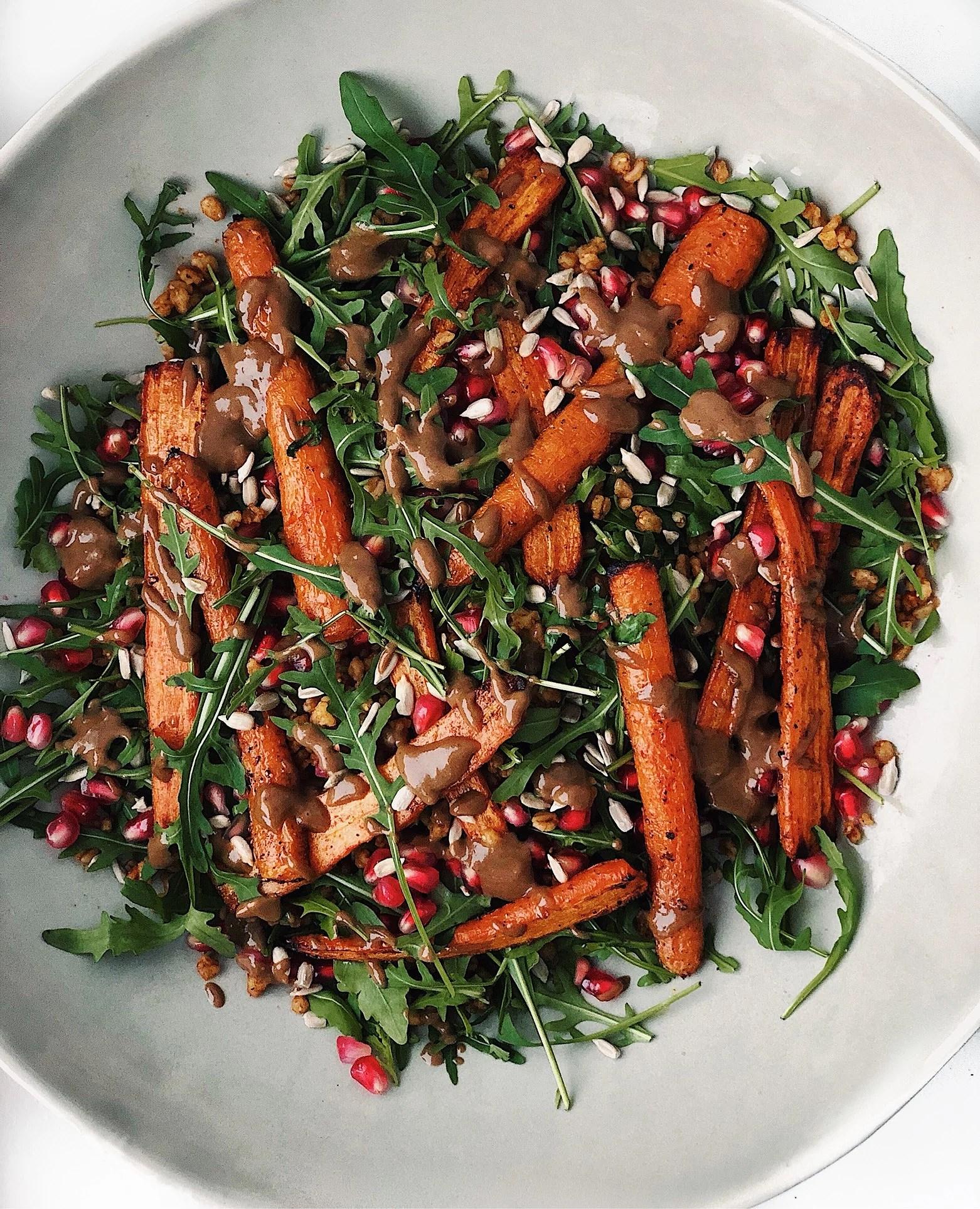Het morots och matvetesallad med tahinivinägrett