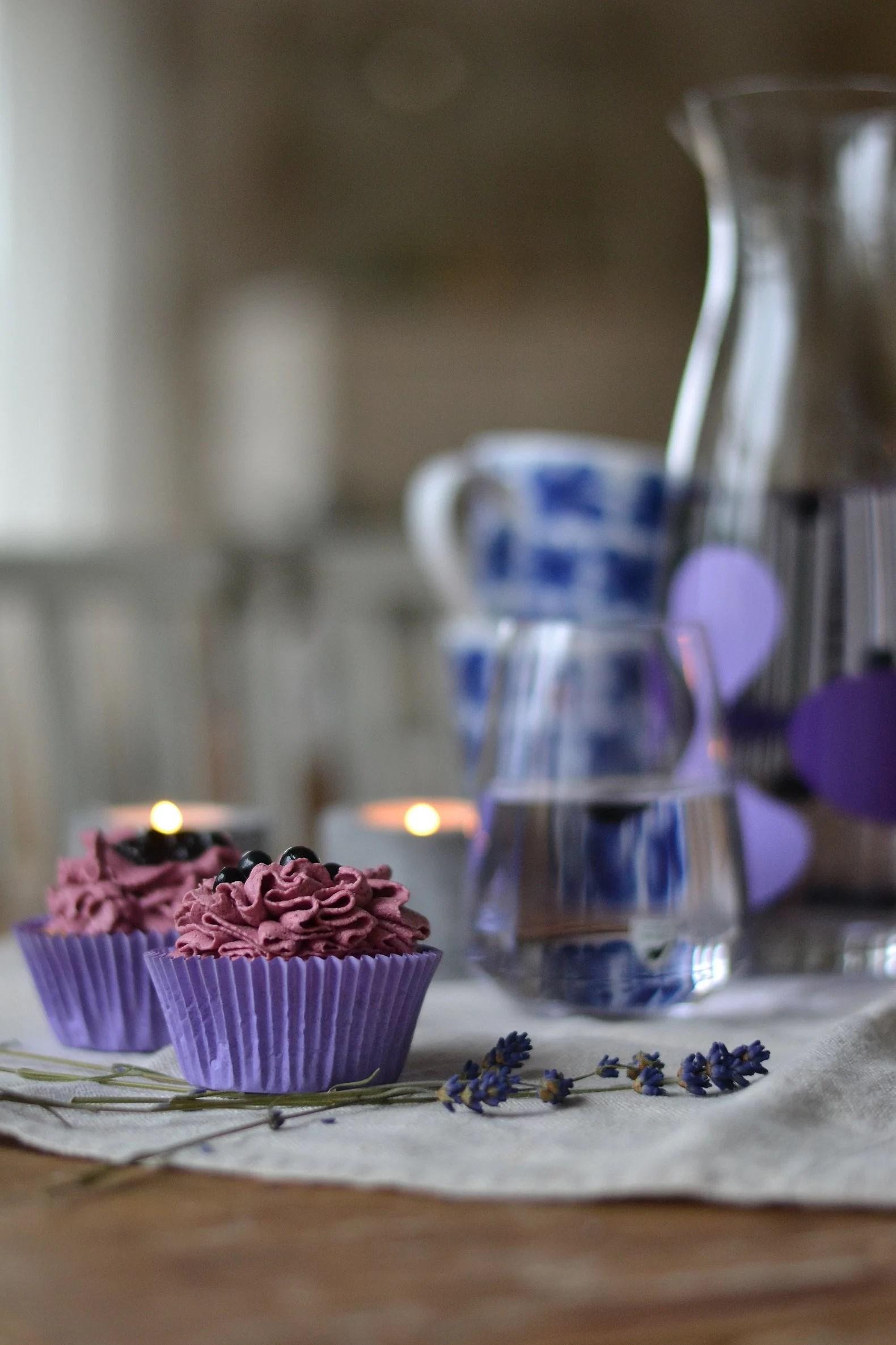 Cupcakes med blåbärsfrosting