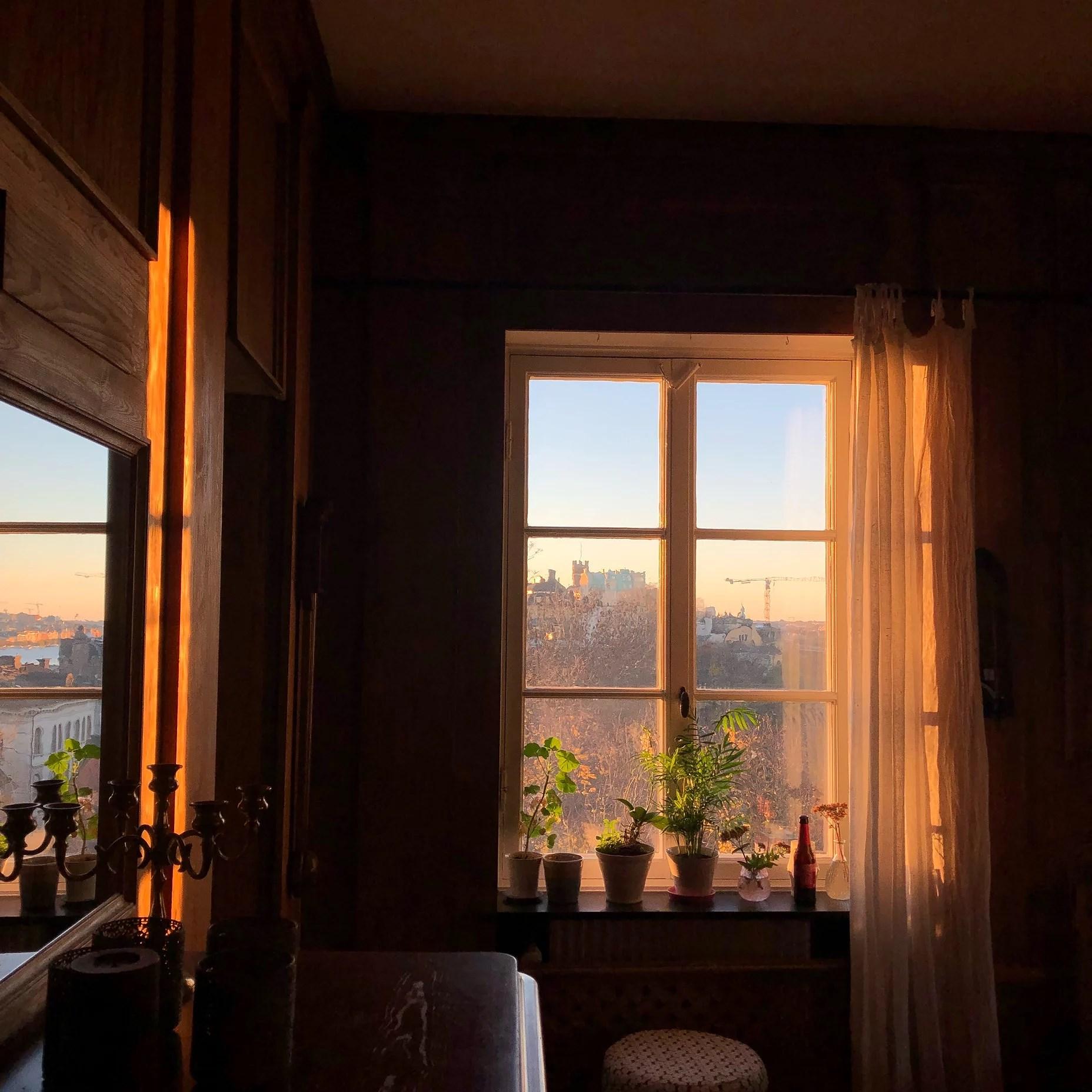 Solnedgång och Allisfrukost