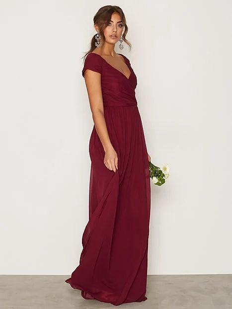 Vinröd långklänning