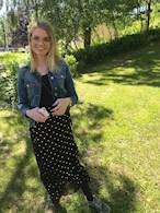 Svart kjol med guldfärgade prickar