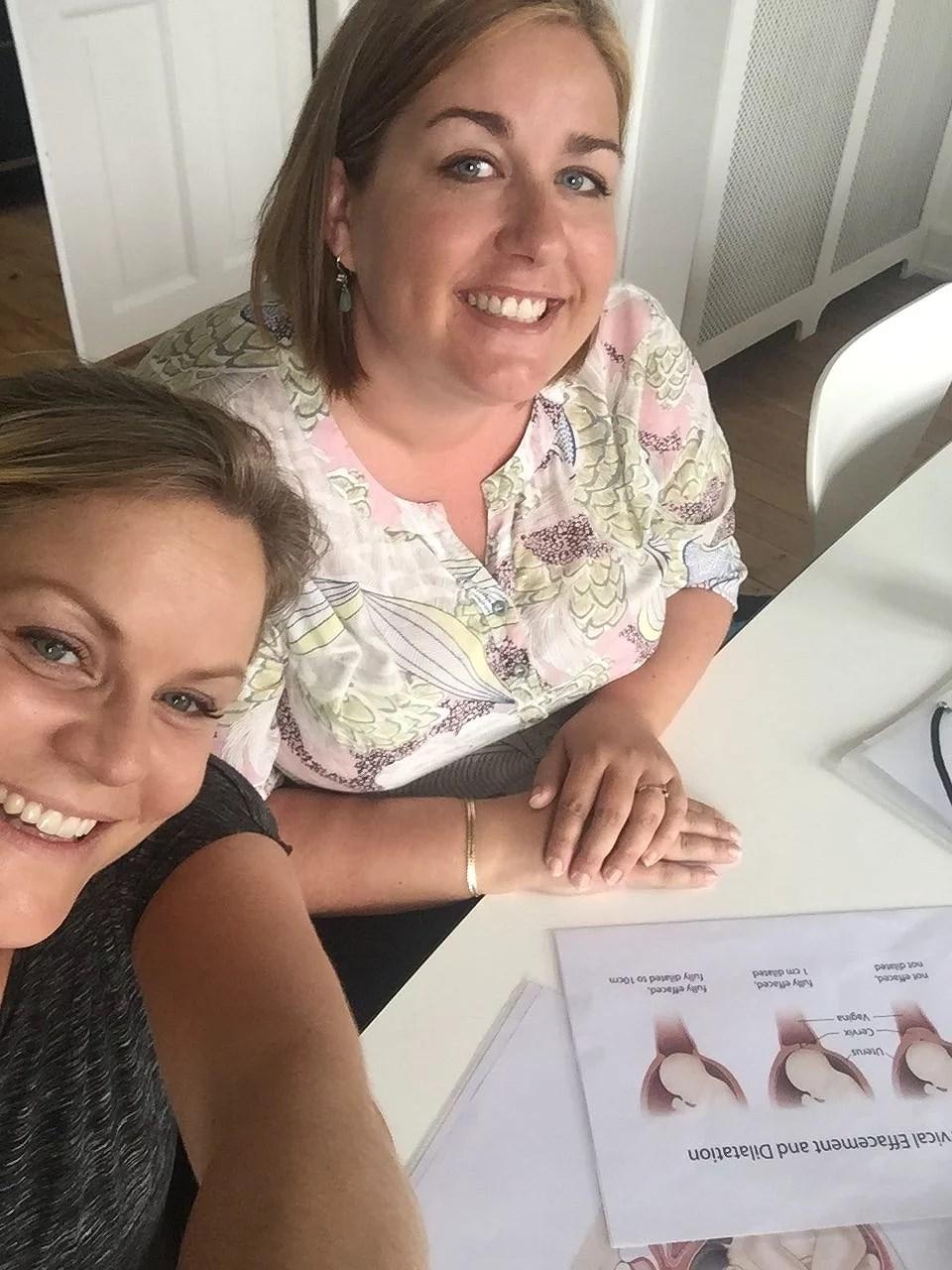 Sonja og jeg får os en laaang snak om fødselsforbredelse.