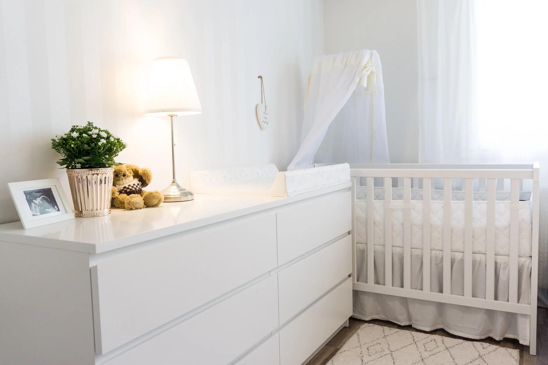 Vauvan nurkkaus ja hoitopöydän sisältö