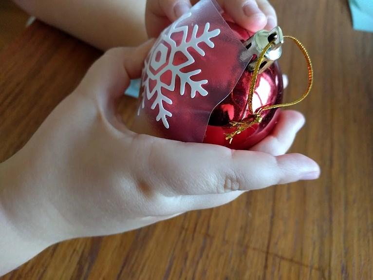 Julkula med snöstjärna självhäftande till pedoagoger fröken pyssel vinyl dekoration klilmatsmart personlig julklapp återbruk begagnad.