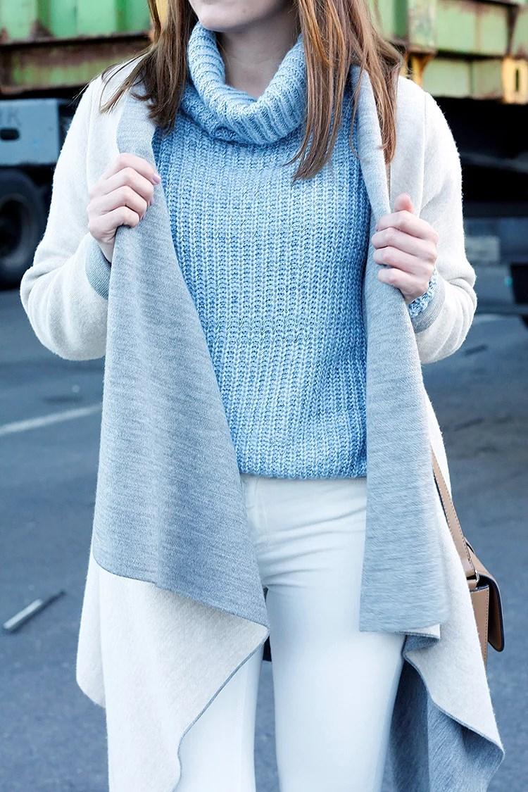 De azul y beige