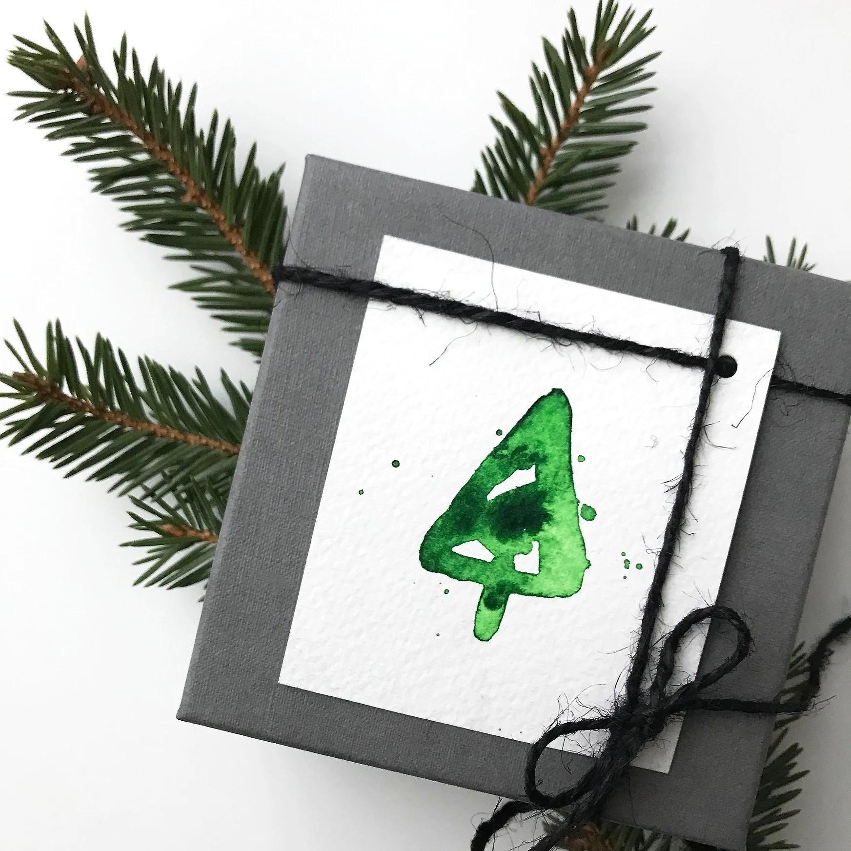 Hållbar jul. Paketinslagning. Miljötänk. DIY. Slå in julklappar