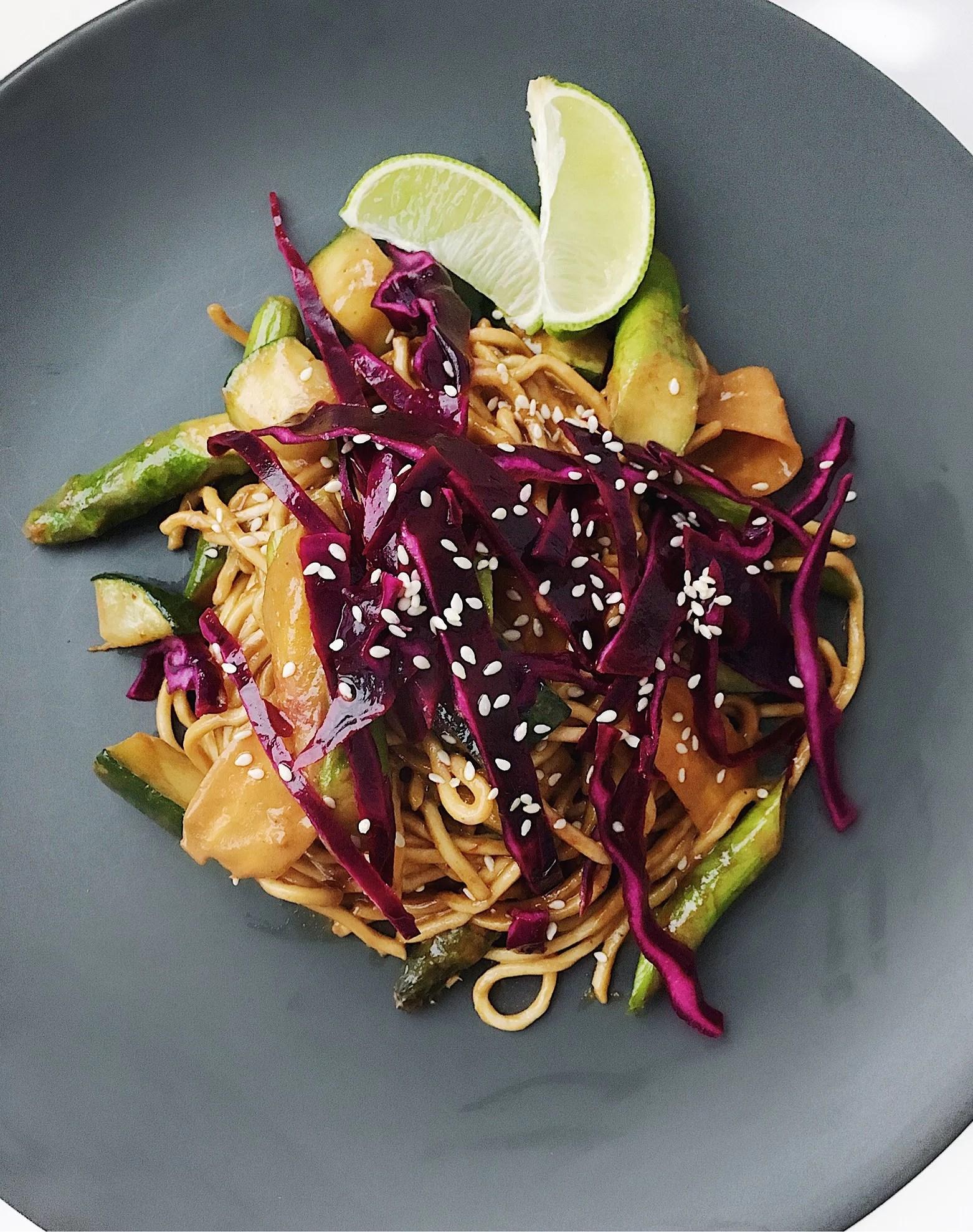 Grönsakswok med röd curry och ingefära