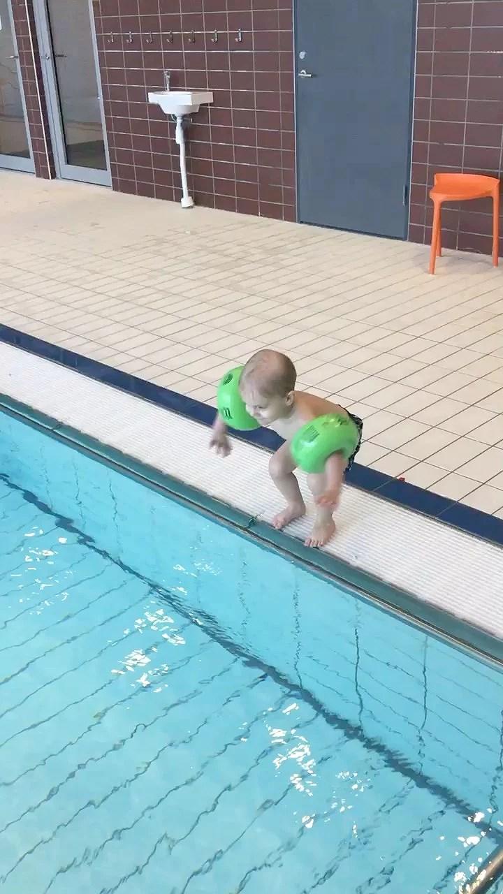 Nödigt i simhallen