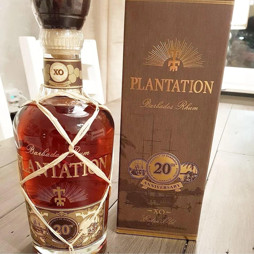 En flaska Plantation rom.