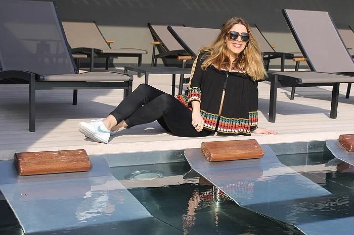 Hotel Olivia Balmes. Solarium y piscina