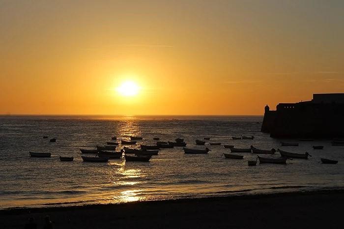 Maravillosa imagen desde el paseo marítimo sobre la playa de La Caleta