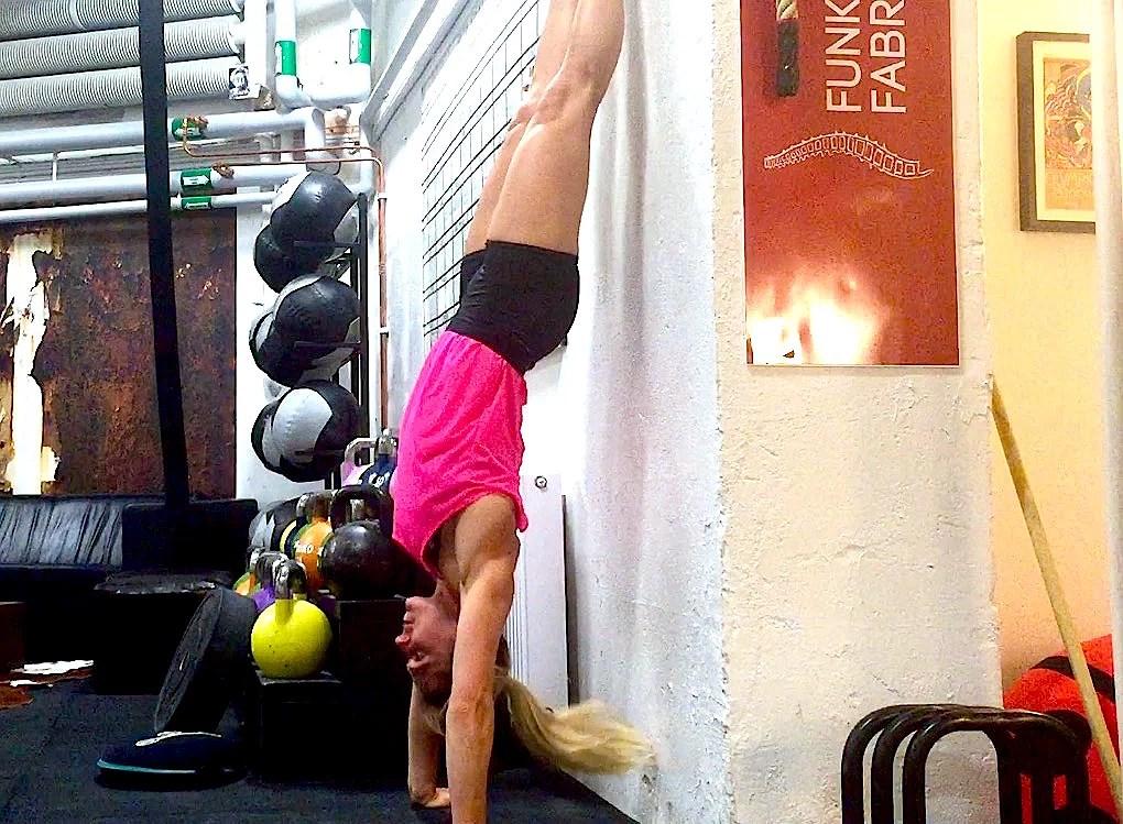 Veckans övning: Handstand pushups (kippade)
