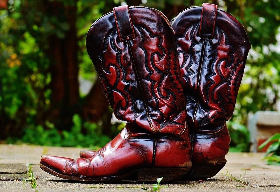 ¿Ya tienes unas botas cowboy?  Combinan con todos tus looks