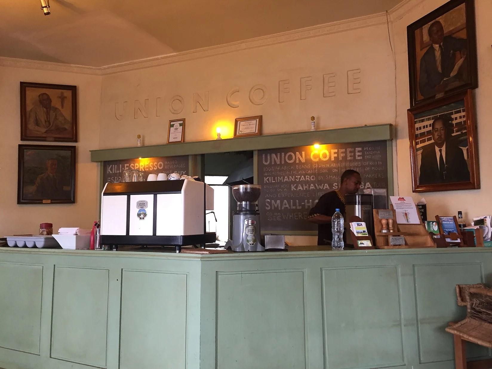 Starkt kaffe och spöregn i Moshi