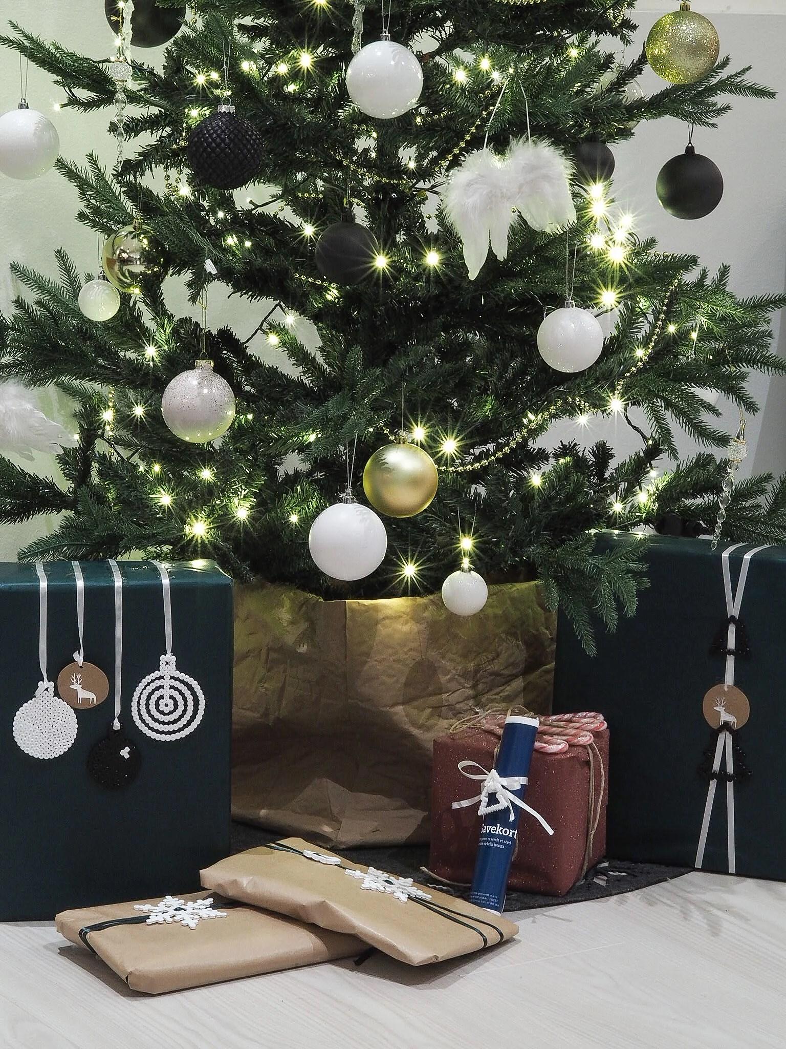 DIY juledekor hama perler - pluss tips til juletrefotskjuler