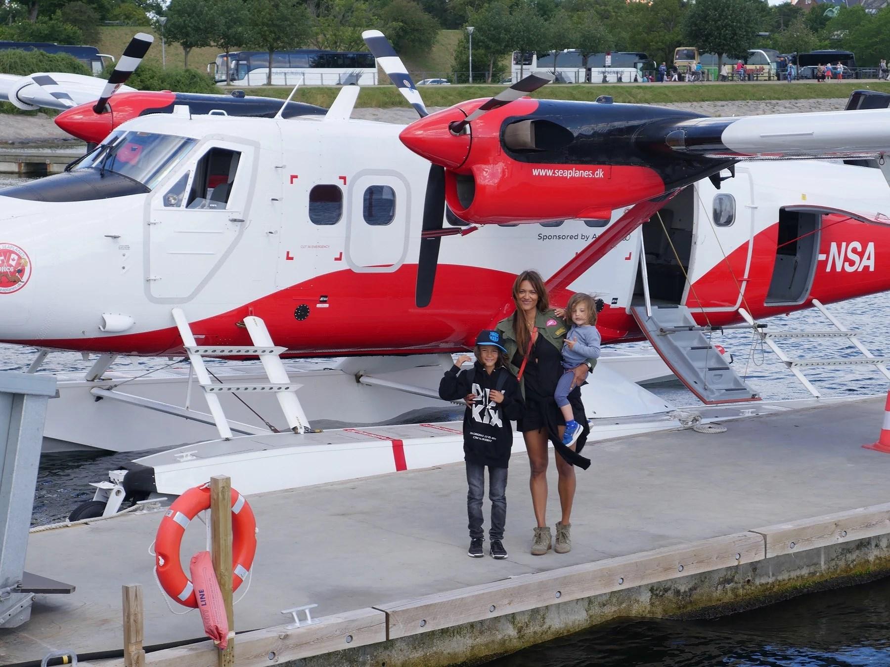 Drengenes første tur i vandflyver
