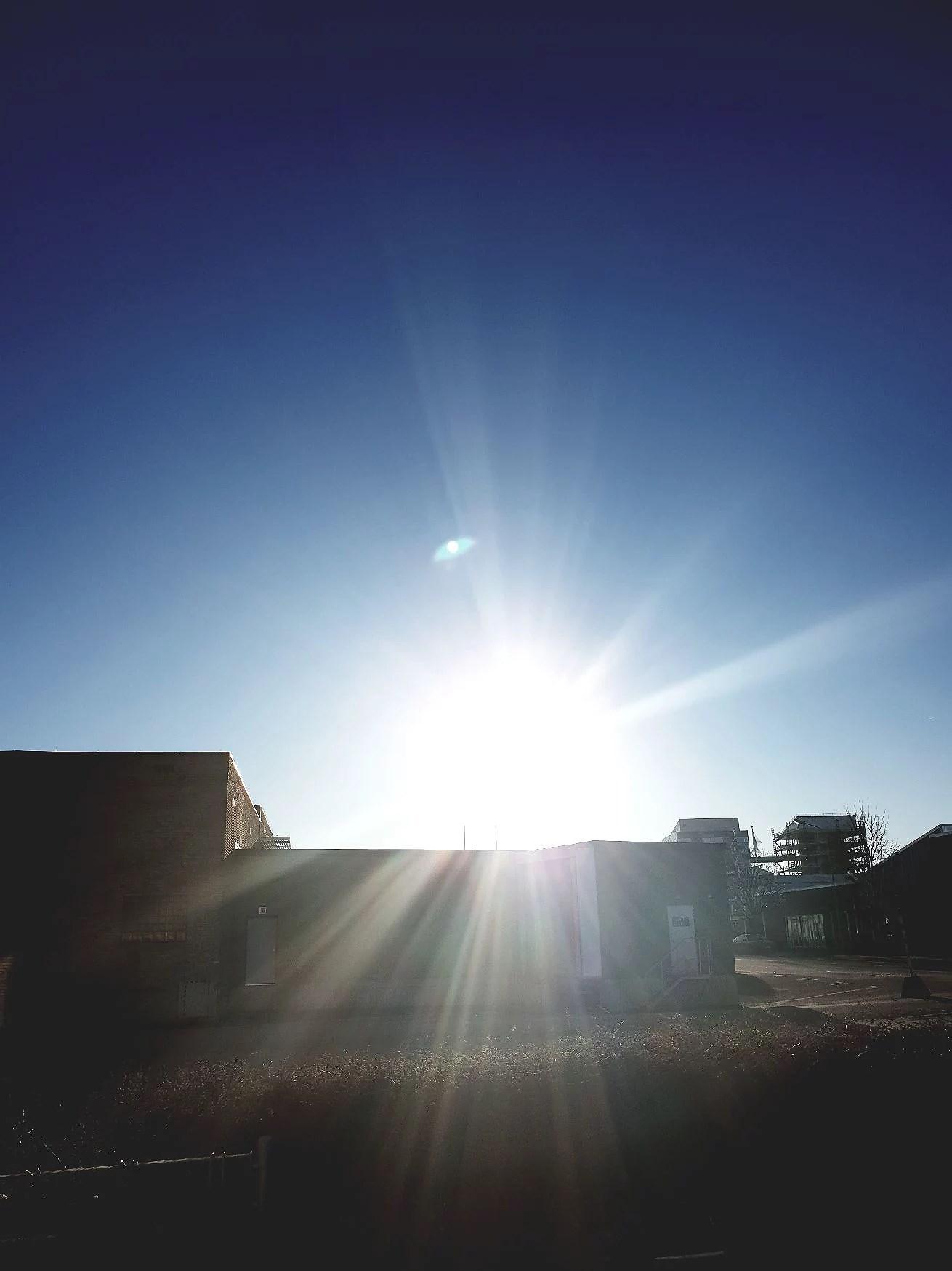 Från ruggigt mörker till strålande solsken