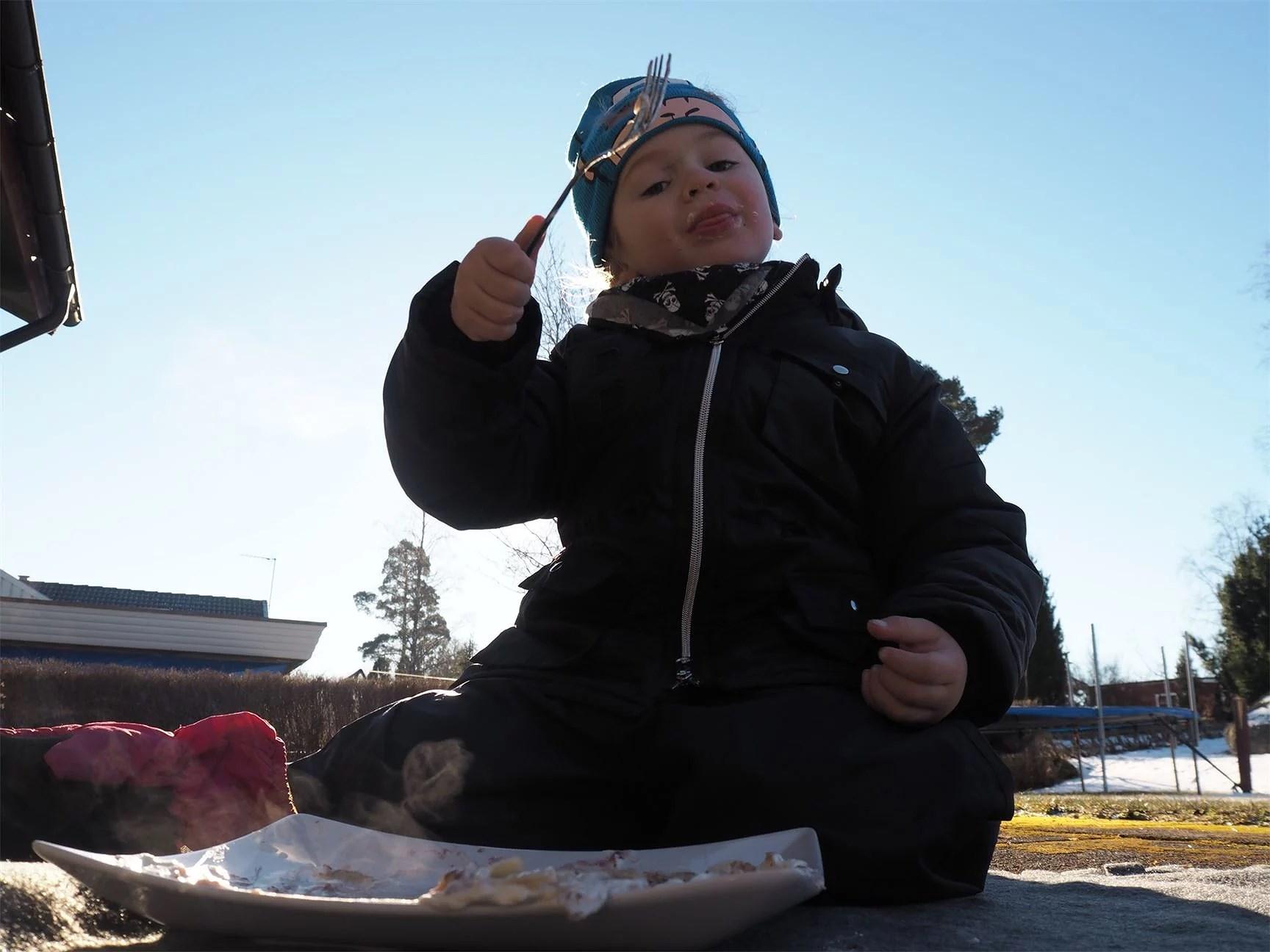 Anpassa skolan och lite pannkakor i solen