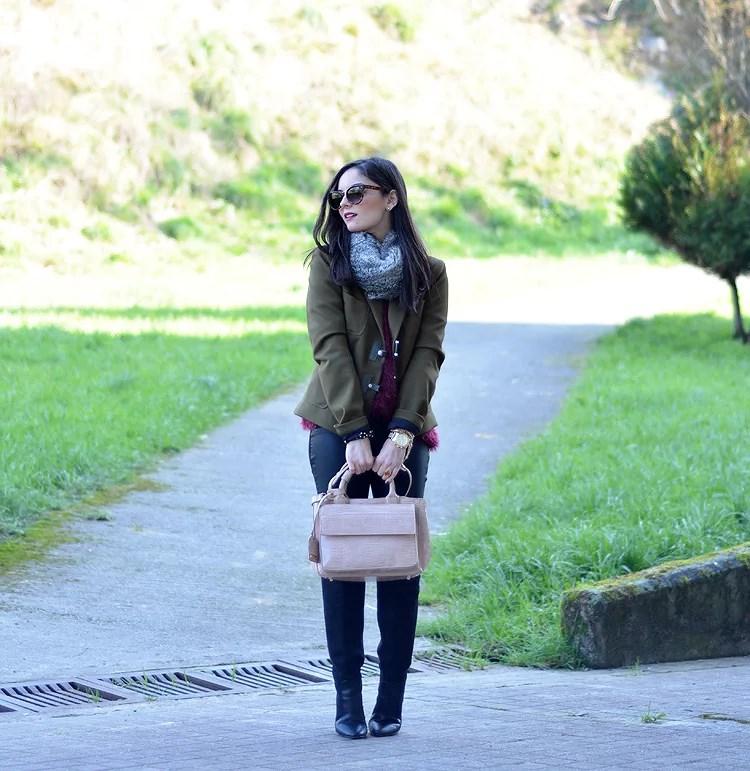 Zara_ootd_verde oliva_botas_altas_burdeos_chicwish_outfit_04