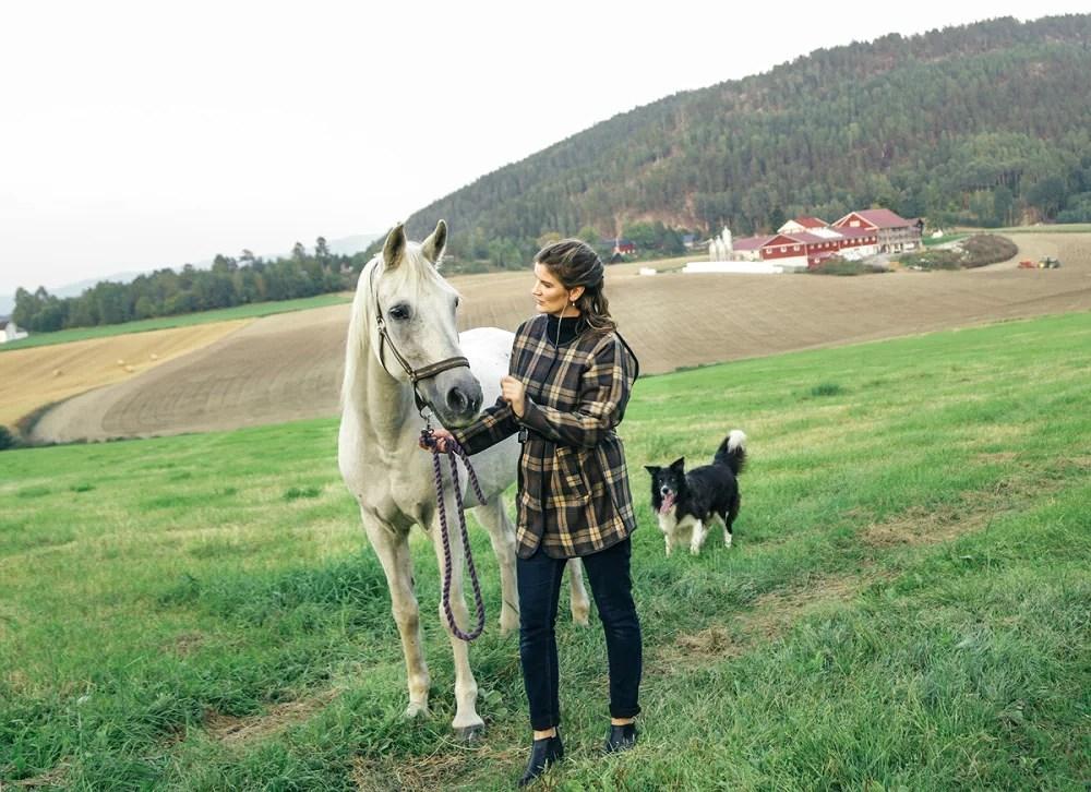 Line Kirkhus, Lilisfashion, stylist, fashionista, norwegian, style, blogger, moteblogger, fashion, mote, bø, riding, wear fashion blog, norway, rauland, norwegian, nature, natur, mountains, fjell, gård, hest, araberhest, ruter, horse, farm, Arabian horse, Minimum