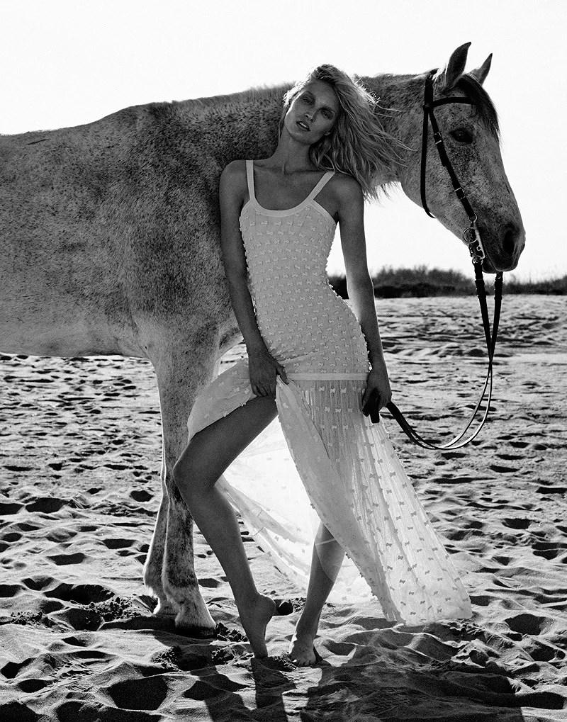 Melissa-Tammerijn-by-Xavi-Gordo-for-Elle-Russia-July-2014-1