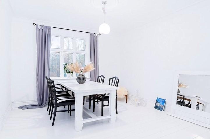 spisebord, stole, gardiner, billede, blomster
