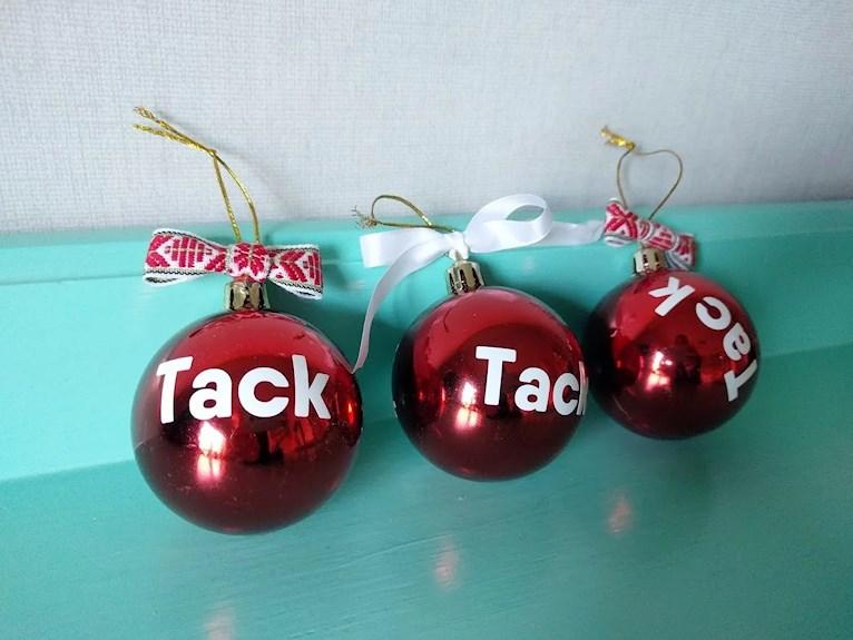 Julkulor med texten tack till pedoagoger fröken pyssel vinyl dekoration klilmatsmart personlig julklapp återbruk begagnad.