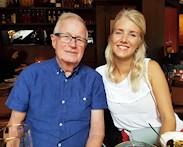 Morfar och barnbarn. Gunnar Back och Sara Back på tapasrestaurangen Ramblas i Hornstull, Stockholm.