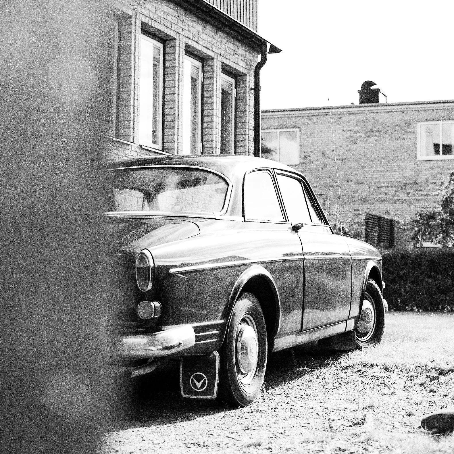B&W VINTAGE CAR