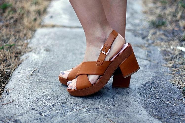 Con la llegada del verano viste tus pies con sandalias