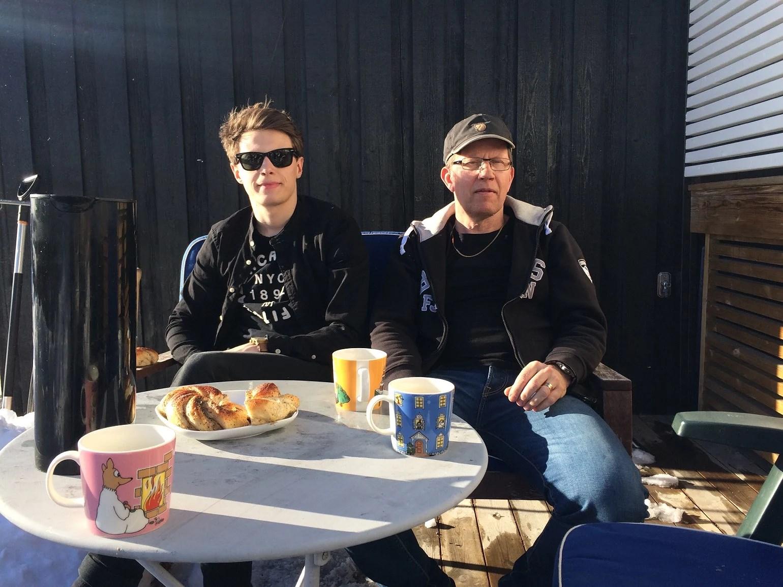 Kaffe och bulle i solen!